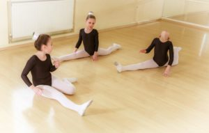 kids in ballet class
